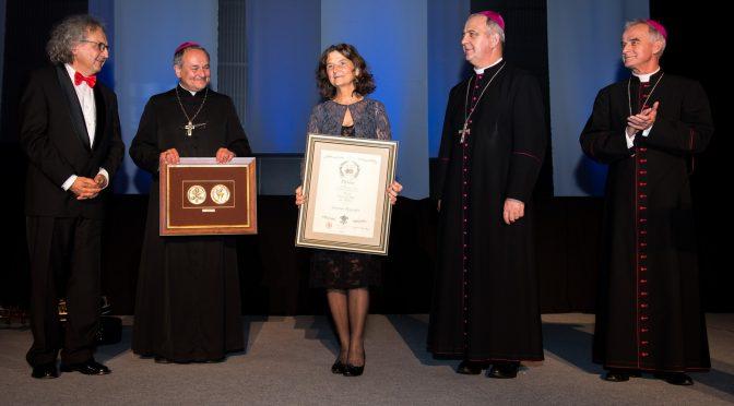 Antonina Krzysztoń otrzymała medal Papieskiej Rady ds. Kultury